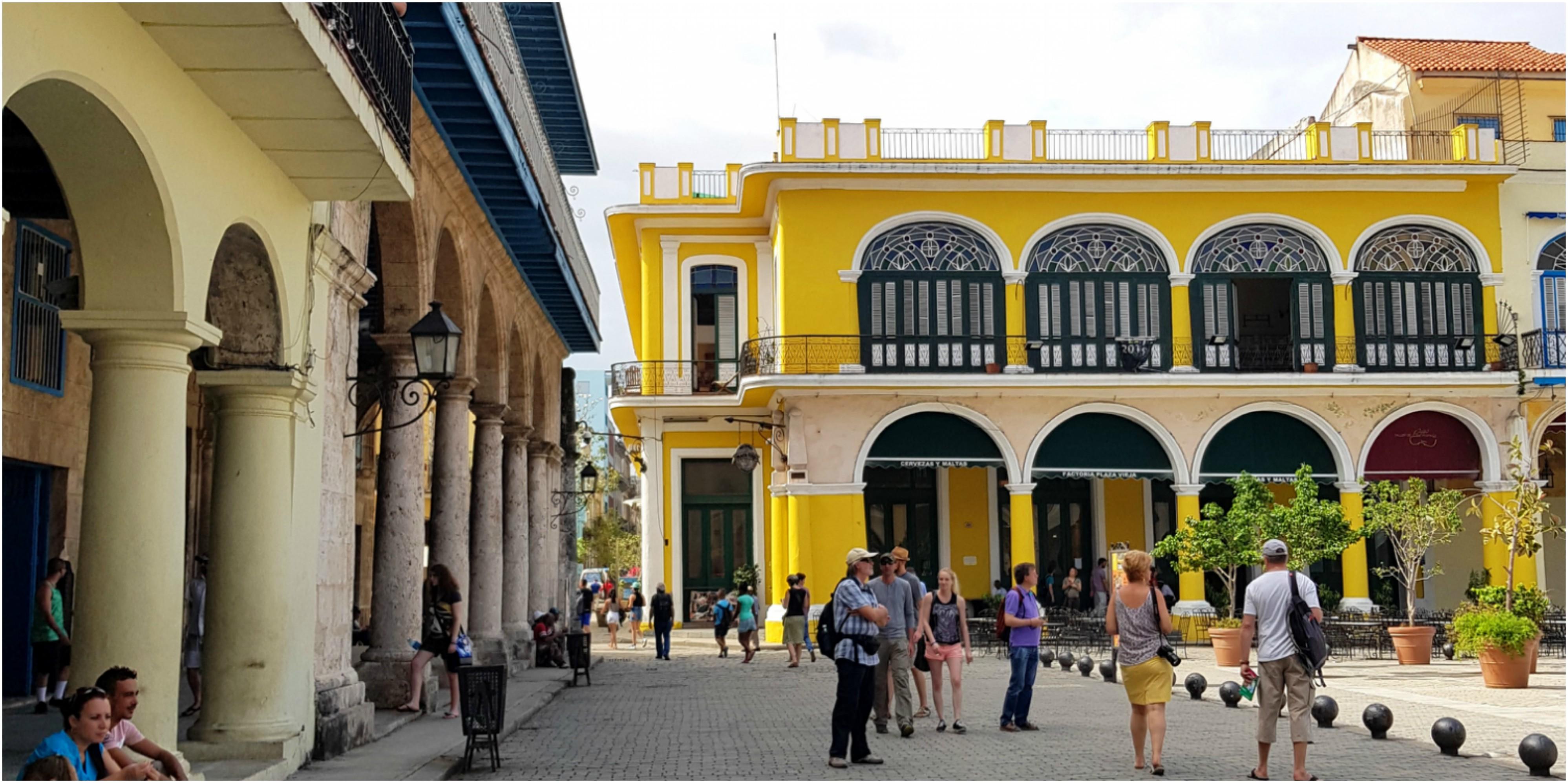 cuba-habana-vieja-plaza-la-factoria