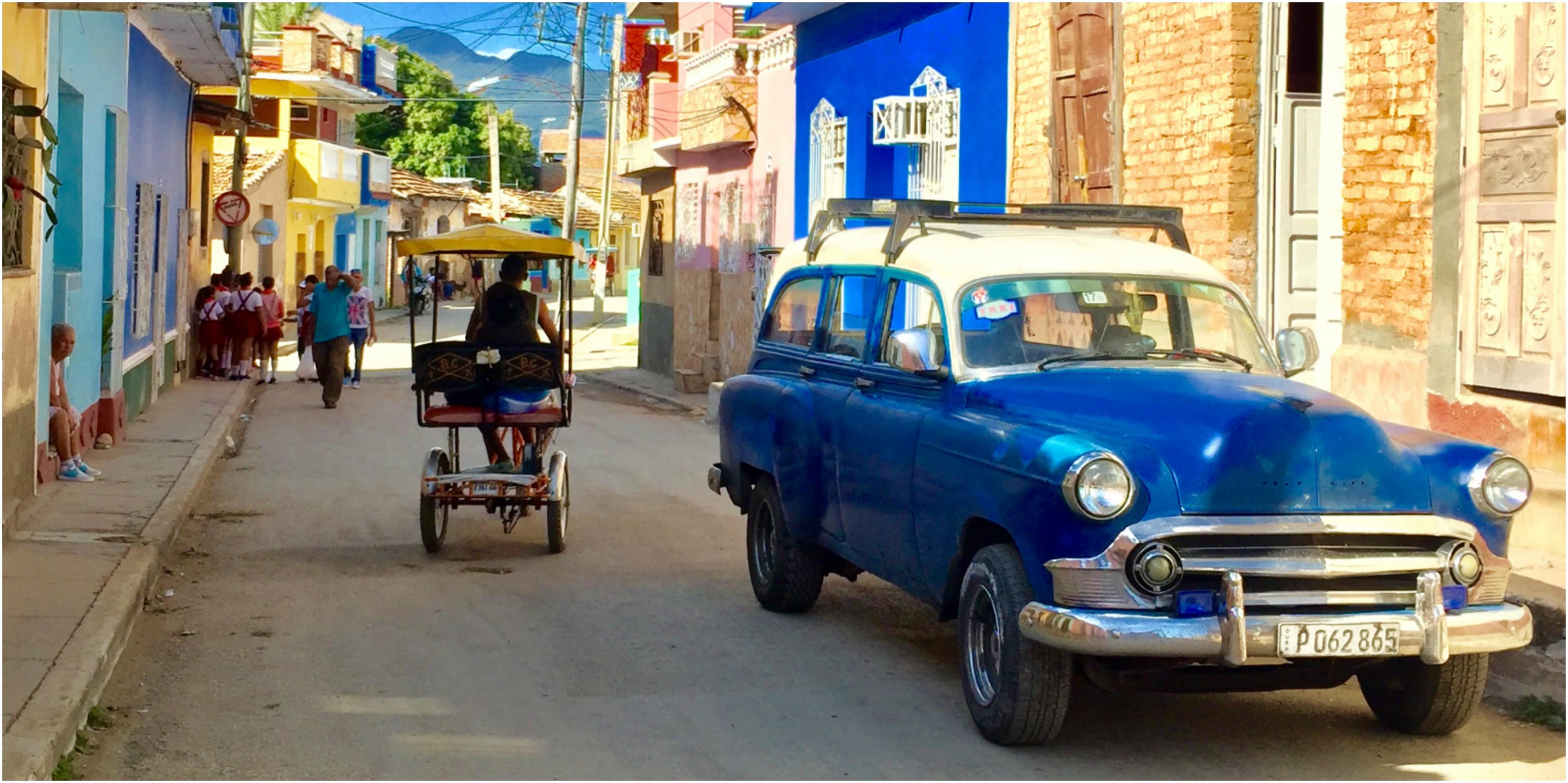 cuba-trinidad-voiture-americaine-charette-chevaux