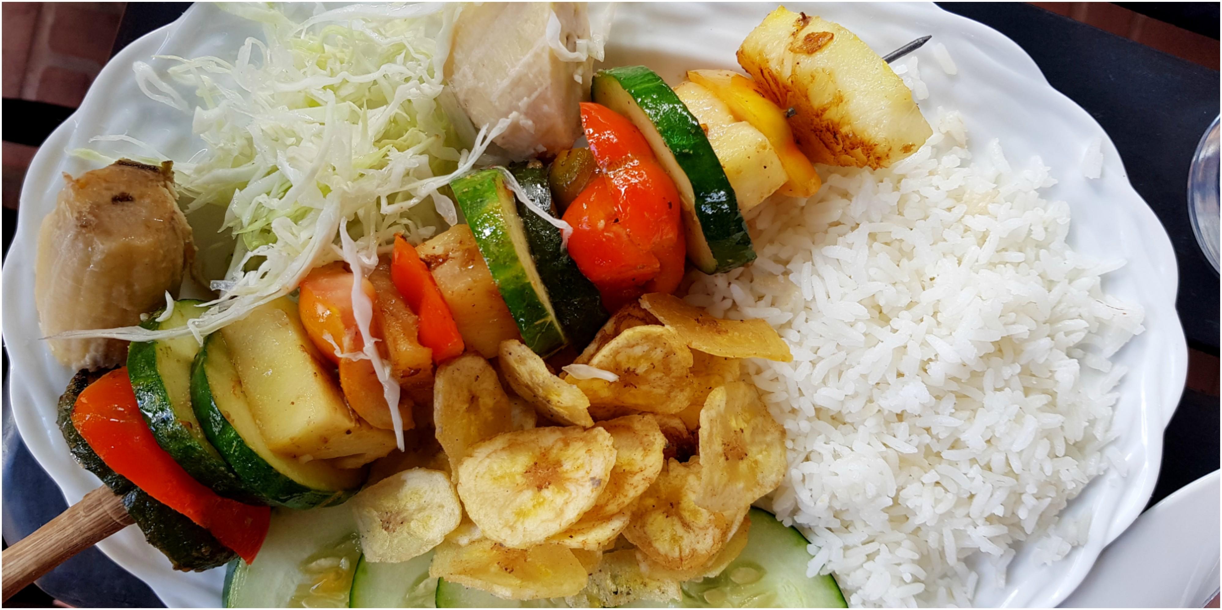 cuba-vinales-restaurant-el-patio-brochette-légume-vegan
