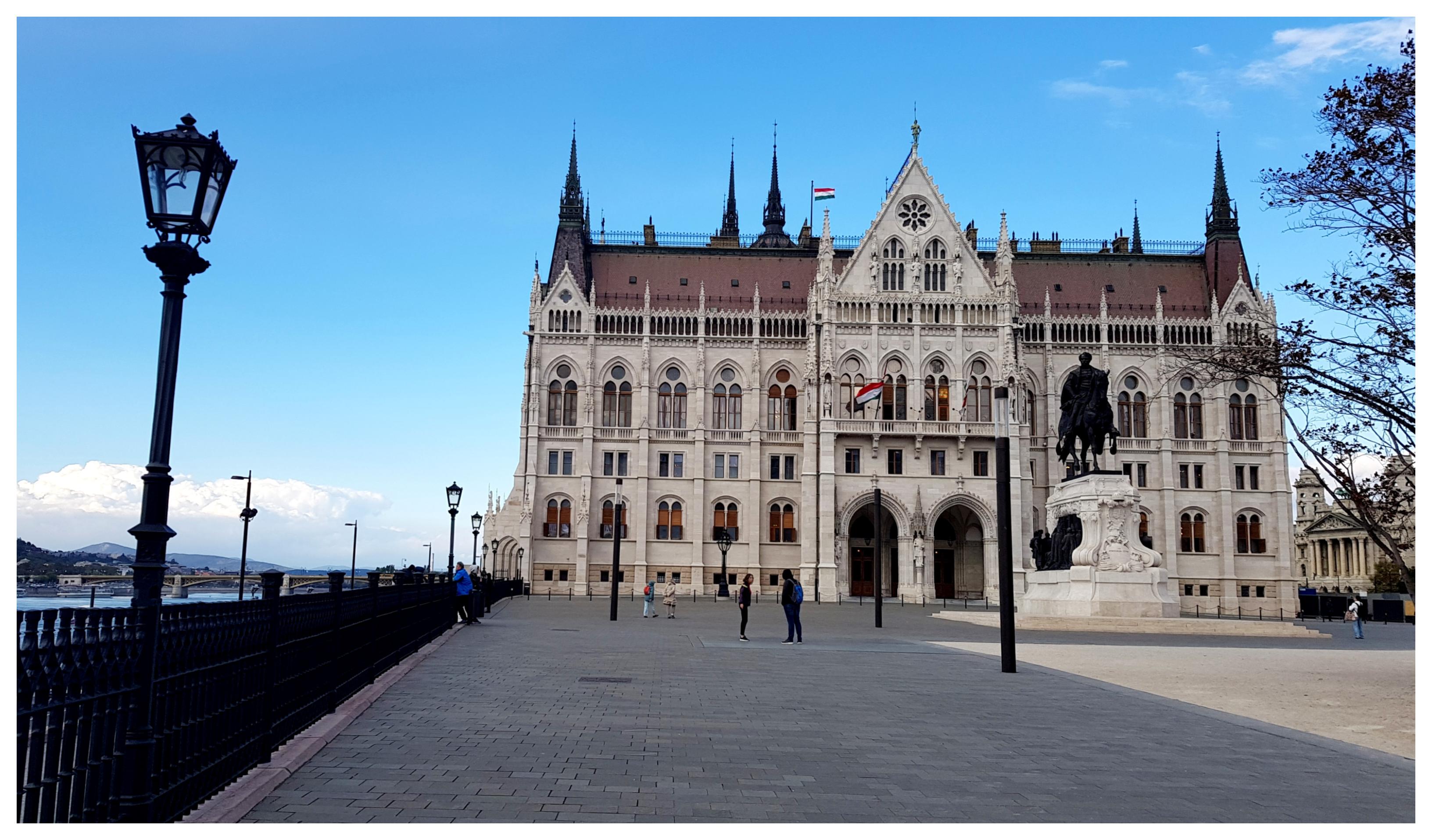 budapest-parlement-hongrois-danube