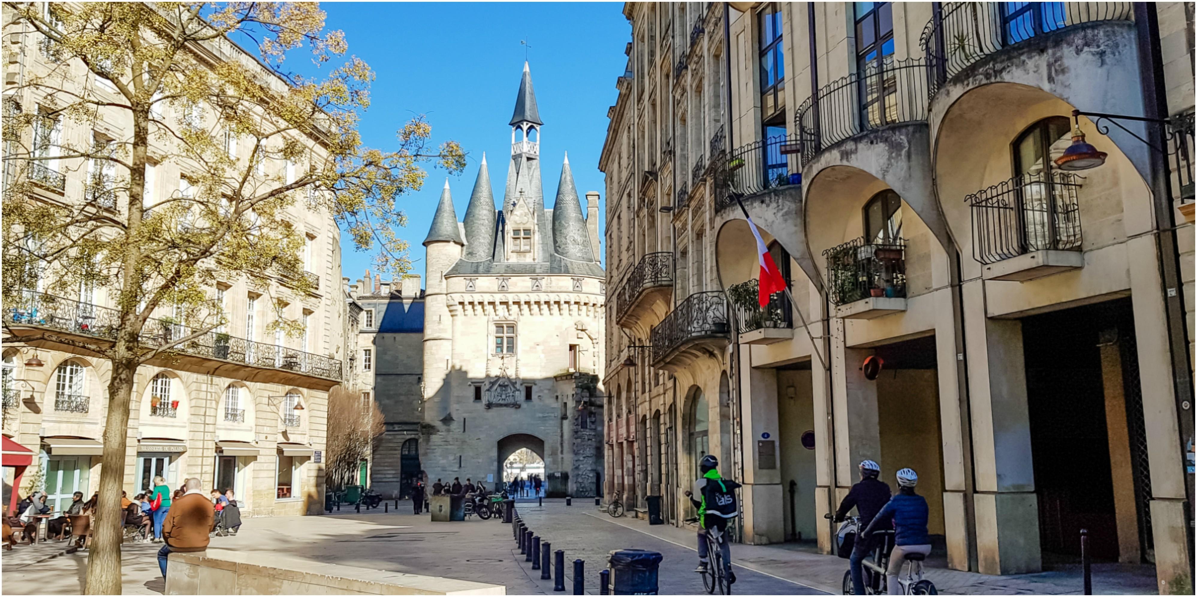 place-du-palais-bordeaux-blog-porte-cailhau