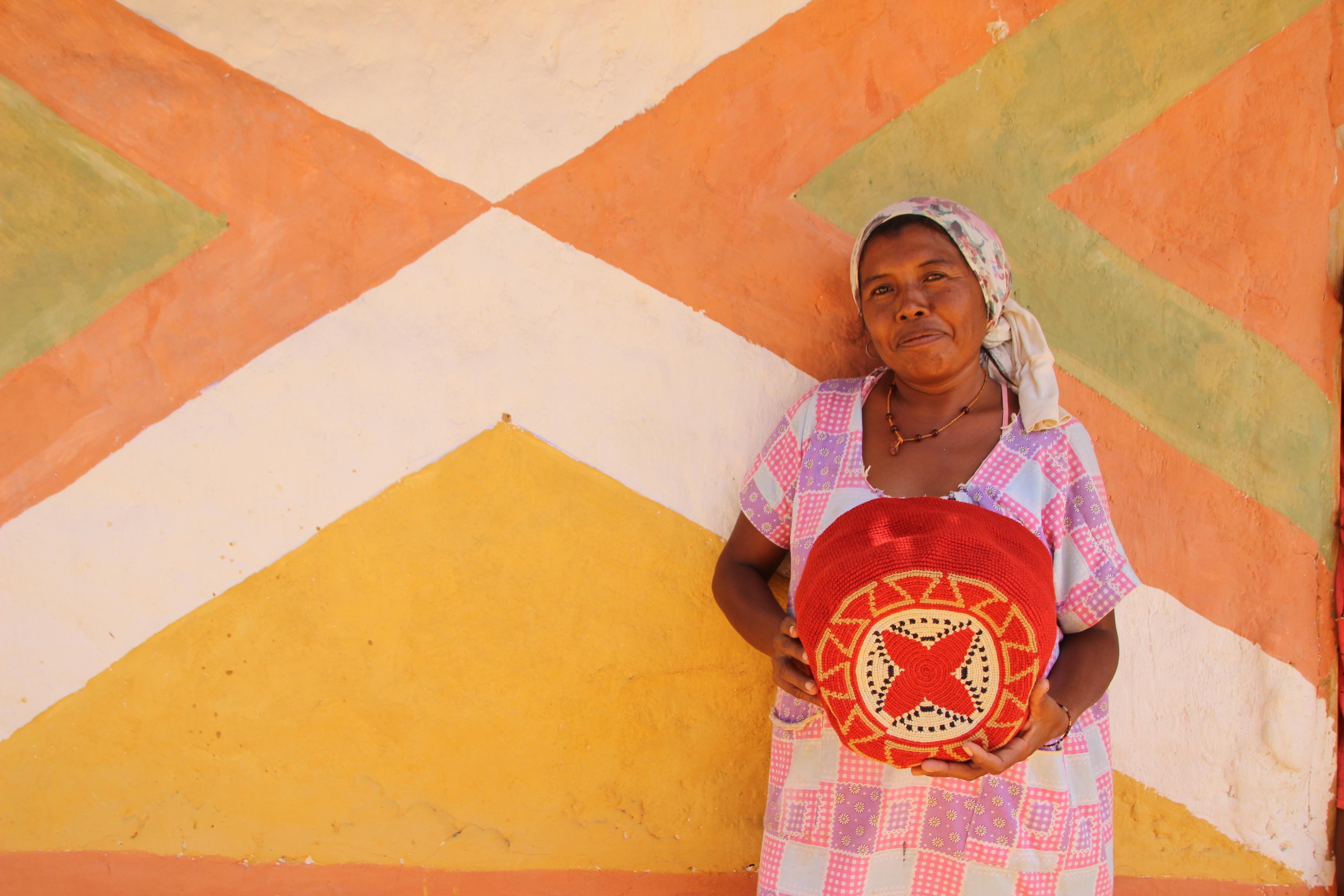 Une des tisserandes de la communauté Wayuu